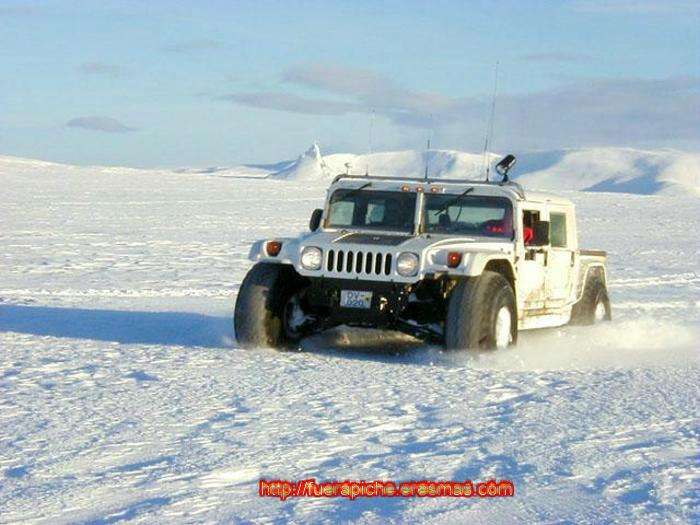 Hummer H1 nieve